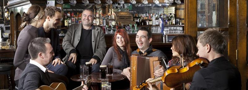 reunion amigos irlandeses pub