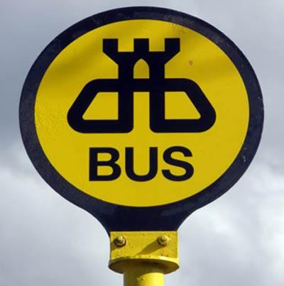 parada autobuses fuera ciudad